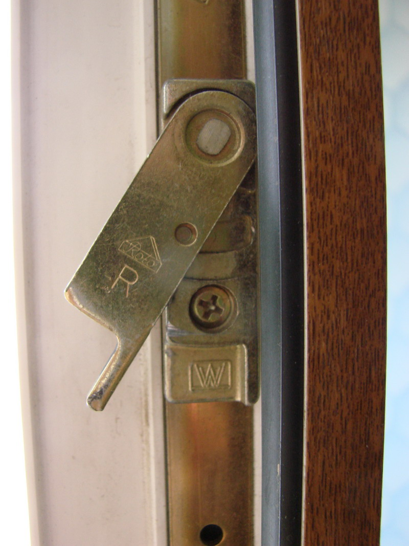Балконные двери с трудом закрываются. - металлопластиковые о.